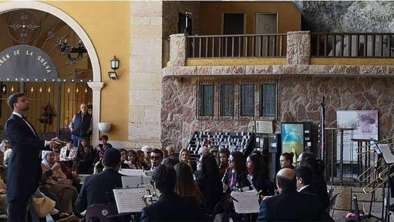 Miguel Rueda-Carpio dirige el I Encuentro de Músicos de Banda de Asturias