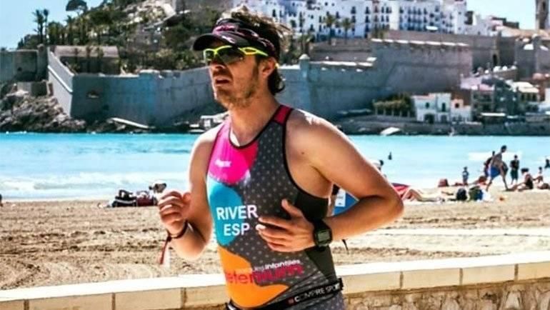El 'correcaminos' Miguel Ángel Rivero participó en el Triatlon de Peñíscola
