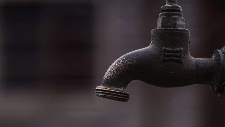 Continúan las restricciones de riego por la persistente sequía
