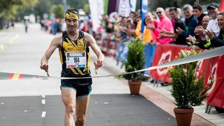 Héctor Franco, del Club Correcaminos Alfindén, gana la IV Maratón de Burgos