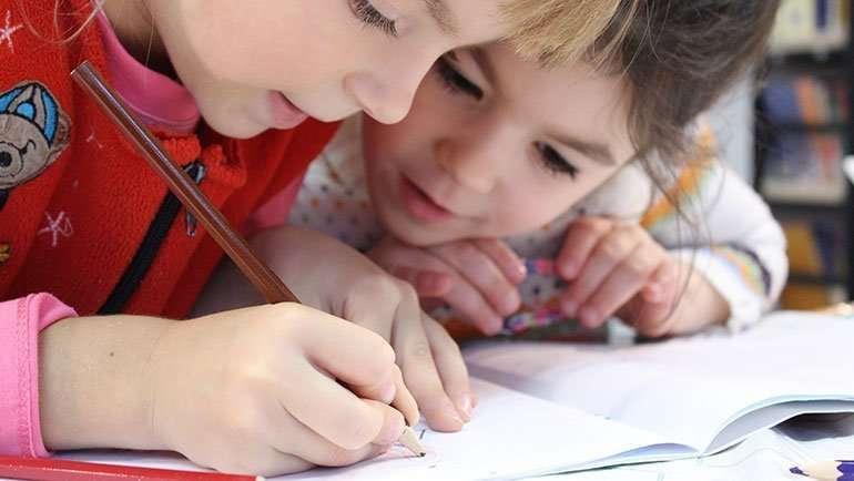 Resolución reparto de becas de comedor, material y transporte escolar