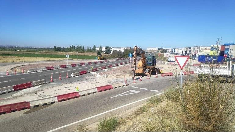 La nueva rotonda de acceso al Polígono Malpica-Alfindén entra en funcionamiento