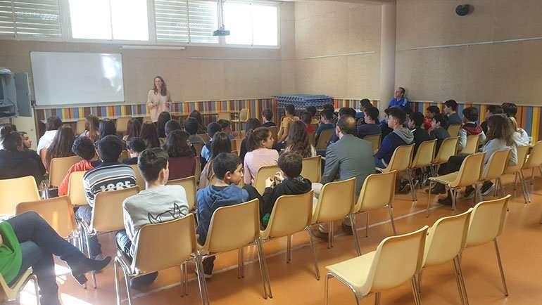La directora del CITA impartió charlas en los centros educativos de la localidad con motivo del Día Internacional de la Mujer y la Niña en la Ciencia