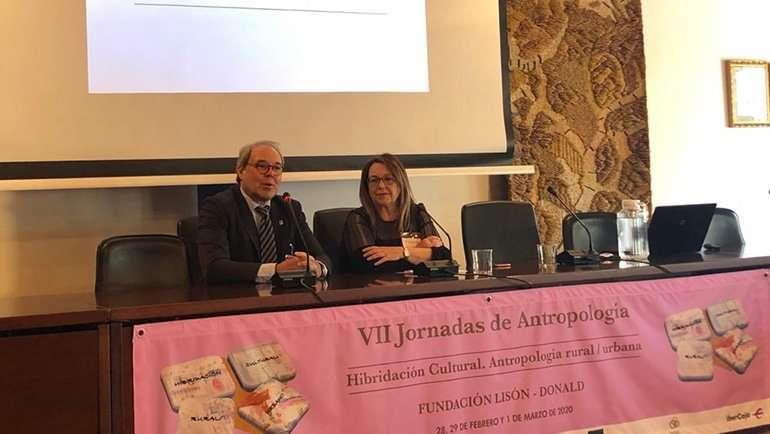 Profesionales de toda España debaten sobre la mezcla de las culturas rural y urbana en La Puebla de Alfindén