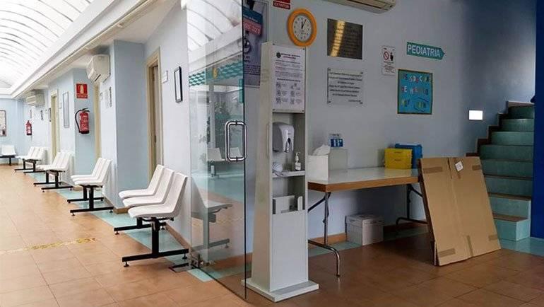 El Ayuntamiento instala tótems sanitarios en los edificios públicos